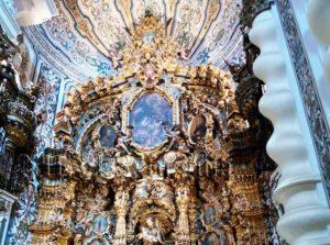 Visitas culturales guiadas por una guia oficial a la Iglesia de San Luis de los franceses en Sevilla