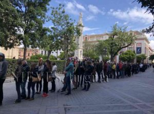 Long queues of the public of the Alcázar de Sevilla