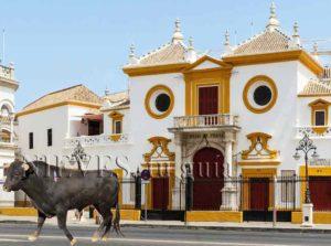 Fachada de la Plaza de toros de Sevilla
