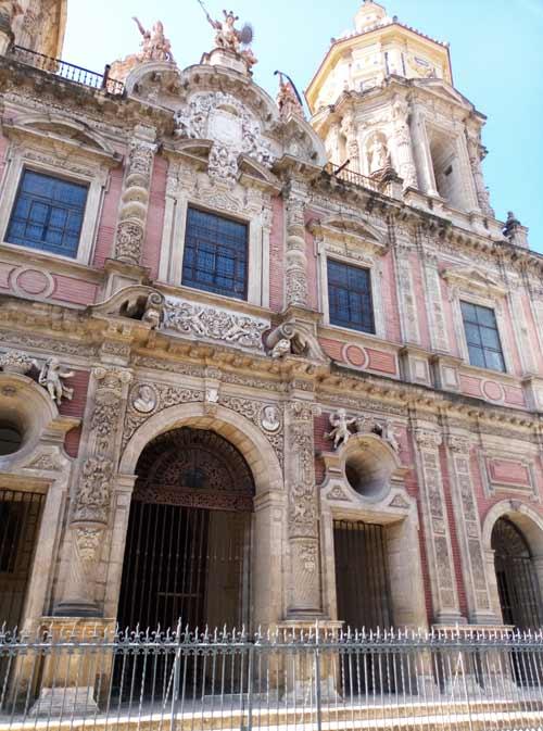 Façade de l'église de San Luis de los Franceses