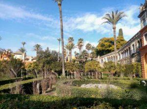 Vue générale des jardins de l'Alcazar de Séville