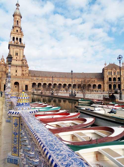 Les bateaux sur la Plaza de España à Séville