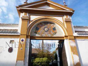 Puerta de entrada al Palacio de las Dueñas