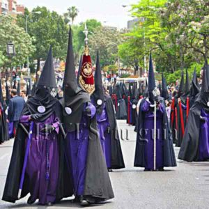 Nazarenos de la Semana Santa de Sevilla