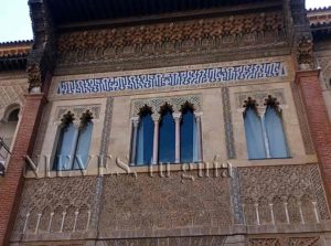 Muslim windows in the Alcazar of Seville cicerone